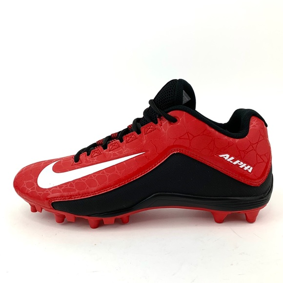 Alpha Dynamic Fit Low Football Cleats